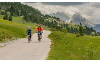 E-BIKE TOUR IN THE BRAIES DOLOMITES WITH VIEW ON THE TRE CIME DI LAVAREDO